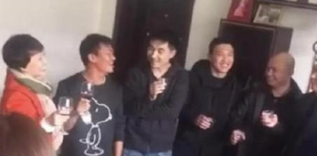 """王宝强回乡过年秒变""""观光景点"""""""