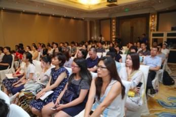 """中英文化差异会对学生申请英国中学造成什么障碍?伊顿前招生官访华,揭秘公学""""潜规则"""""""