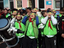 青岛这些大山里的孩子们 足不出山看到精彩世界