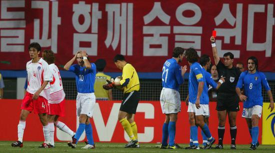 世界杯的世纪丑闻!我们来数数,韩国进四强总共需要几次无耻判罚