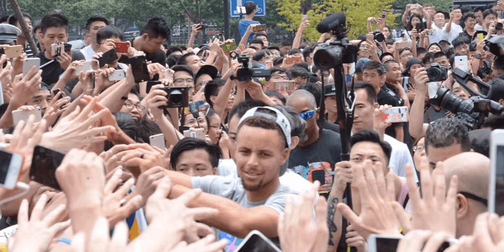 杭州40度迎接库里 萌神球迷互动不断