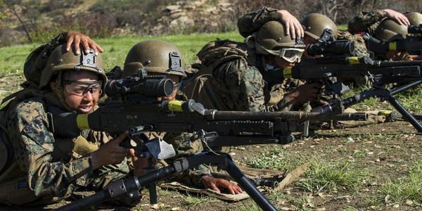 美海军陆战队的男女混编连队实弹训练