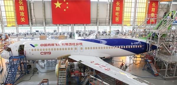 探秘C919大型客机102架机:已完成整机喷漆