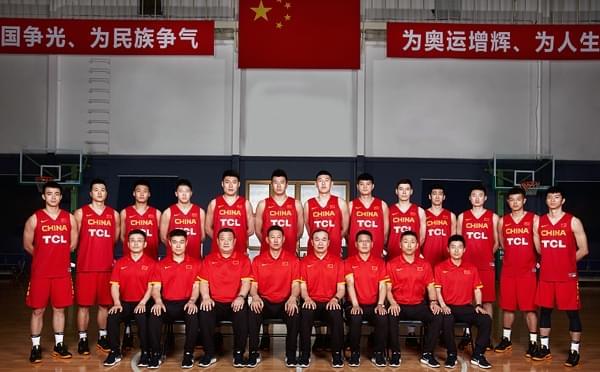 男篮红队官方写真出炉 李楠领队真大哥范儿
