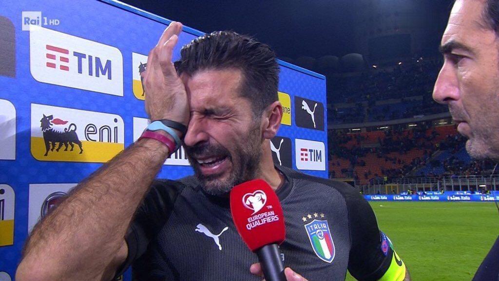 布冯最后时刻一次又一次冲禁区,队友疯狂亲吻皮球,瞬间泪崩!