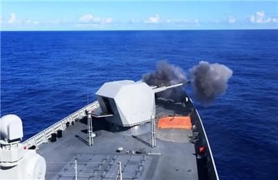 中国海军南海舰队组织海上反击演练