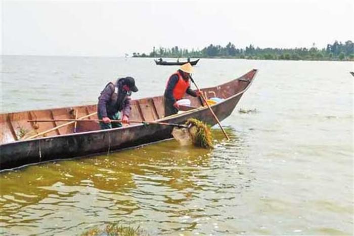 昆明清理违禁渔具 保护滇池生态环境