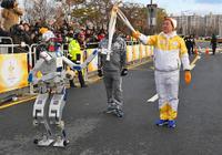 2018平昌冬奥会首次让人形机器人传递圣火
