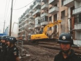 """为""""三河""""快速化改造让路  拆除最后一座楼"""