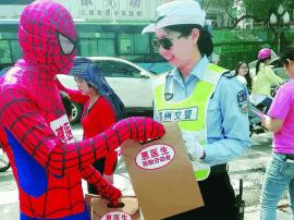 """五一惠州街头惊现""""蜘蛛侠""""!他们在做这件事"""