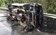 高速路车祸:车辆瞬间焚毁