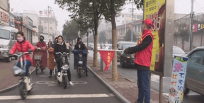 """邢台交警开展""""文明交通志愿劝导""""活动"""