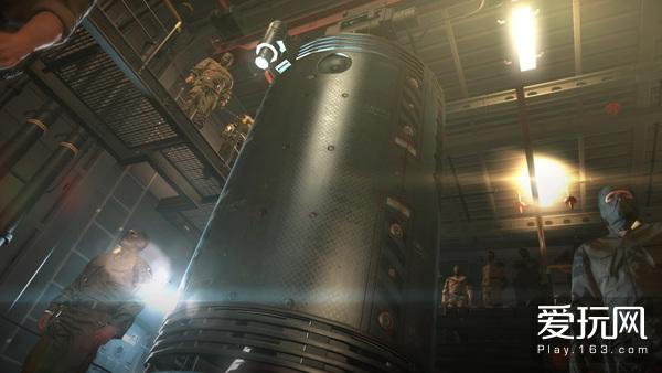 """05:于MGSV中再次登场的""""走兽舱"""",被艾默里奇""""关""""在里面的,是MGS3中迷恋引领者的奇爱"""