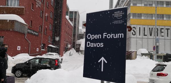 暴雪纷飞!你见过这样的达沃斯吗
