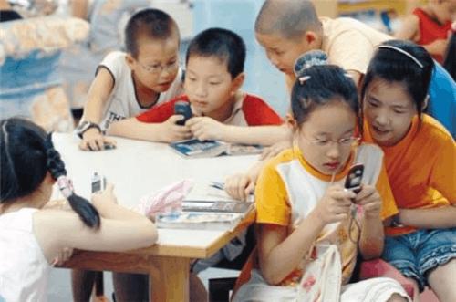 玩手机丢儿子家长都需要手机防沉迷