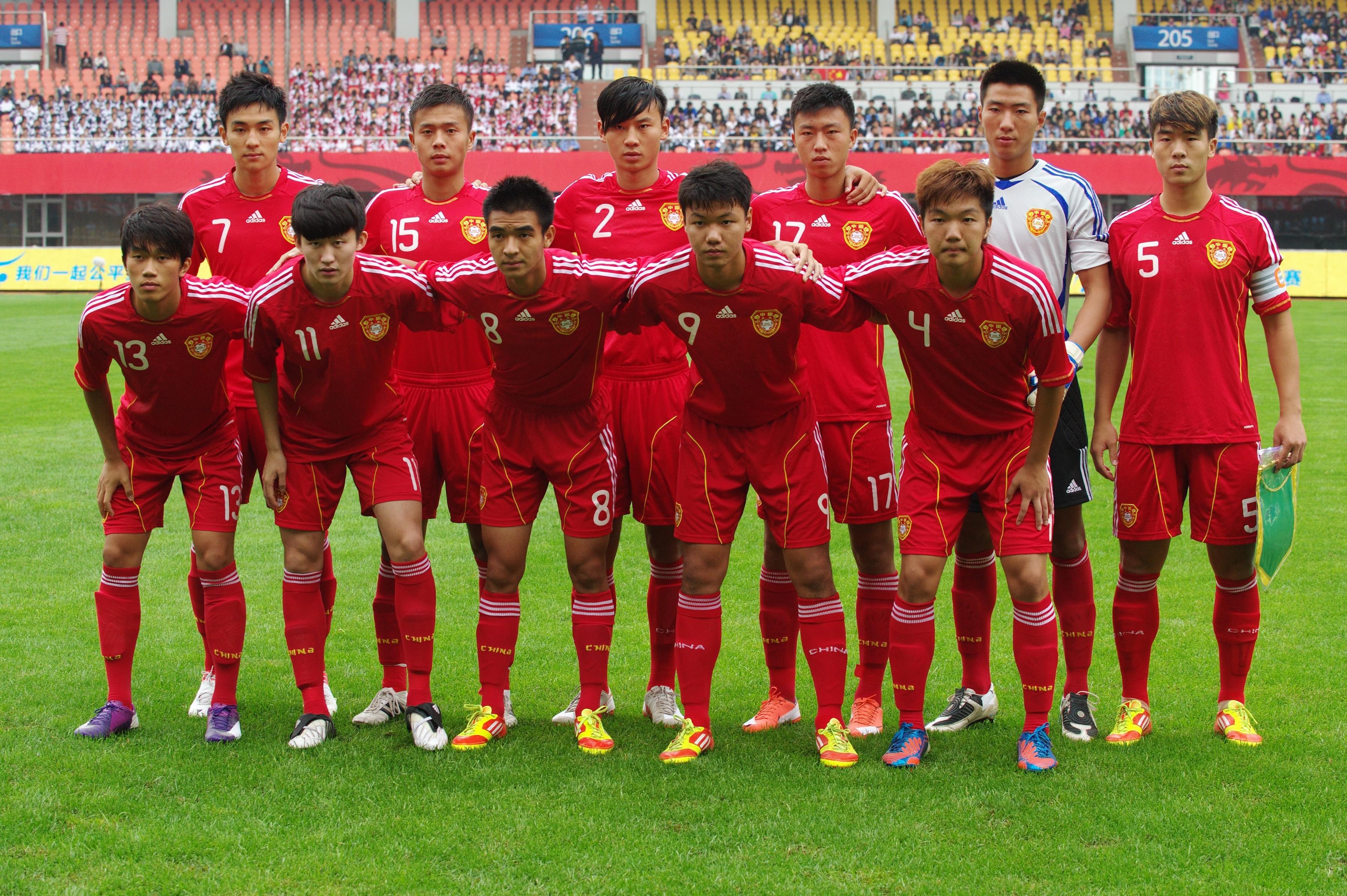 2012时候的国青同时有3个贵州籍球员入选,陈中流、谢鹏飞、方镜淇都是贵州人。
