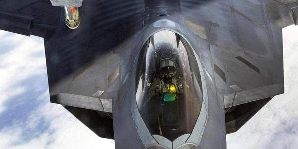 """实拍美军F22""""猛禽""""战机空中加油"""