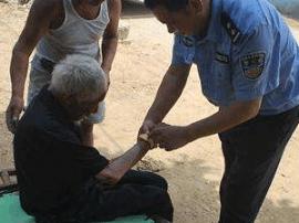 76岁老人遛弯迷了路 警民联手助其回家