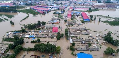 航拍洪水中的吉林市桦皮厂镇 一片汪洋