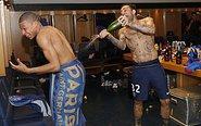 姆巴佩庆祝夺冠被喷香槟