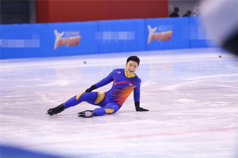 贾乃亮《冠军》变冰上贵族 滑冰80迈超级酷?