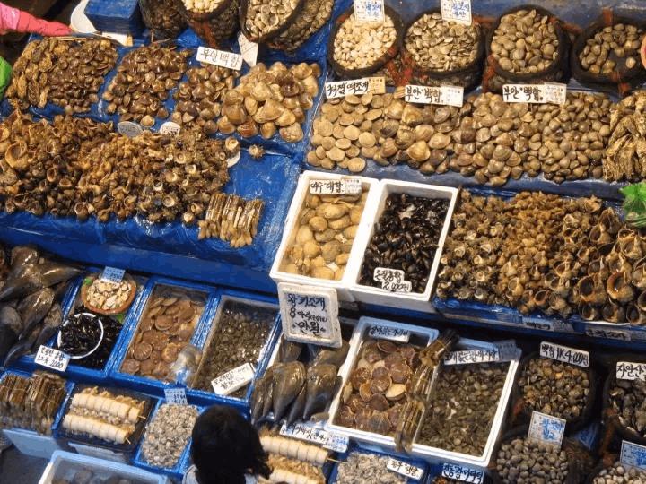 血淋淋的腥味 是首尔最大鱼市场的魅力