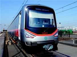 青岛地铁2号线两列电客车昨到段:时速80公里