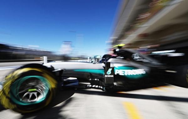 F1美国站练习赛奔驰与红牛争雄