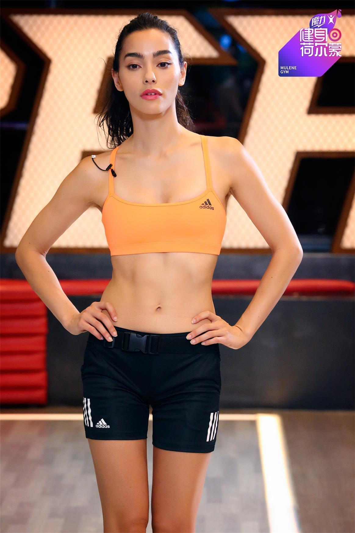 流汗女神AdrianneHo健身荷尔蒙趣味与专业并存