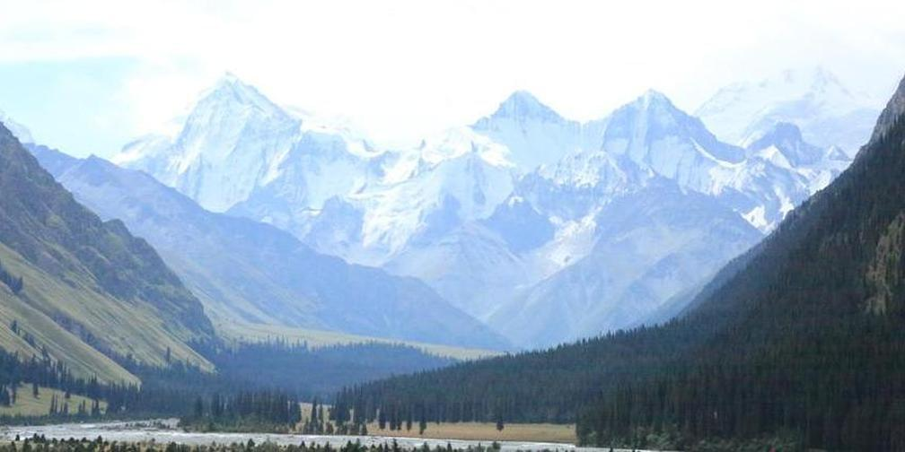 遇见新疆昭苏夏塔雪山