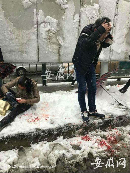 合肥多个公交站被雪压垮 致多人受伤 图1