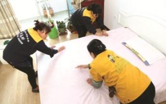 家政人员清扫时竟扔了房客衣物 价钱4万元