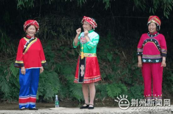 全国网媒荆州行走进松滋卸甲坪 感受独特土家风情