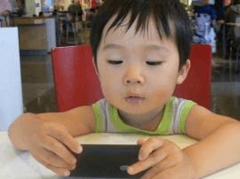 中国沉迷手机全球第二 你每天要看多久手机?