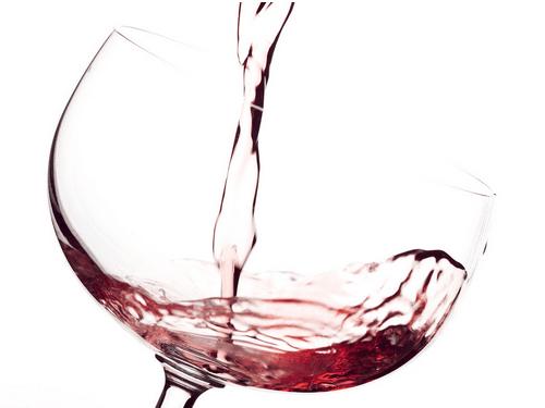 红酒不宜过量饮用