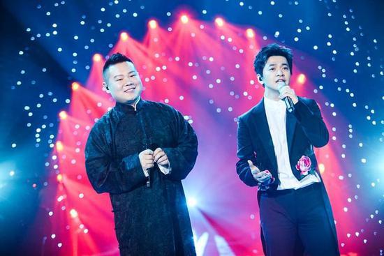 已笑疯!网友:小岳岳和李健唱了段相声