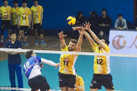 男排决赛上海主场3-1力克北京 距登场只差一胜