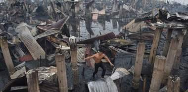 菲律宾一棚户区发生火灾 200户房屋成废墟