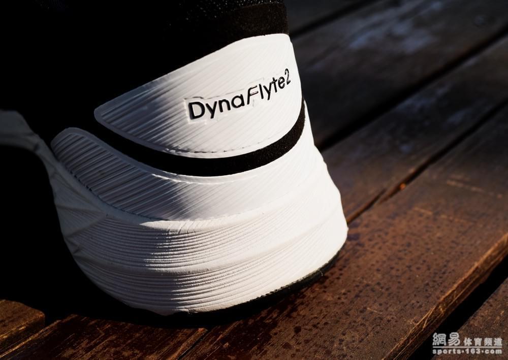 评测室:打破传统 ASICS DynaFlyte2跑鞋