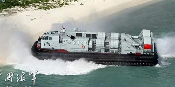 南海舰队大规模登陆演习 气垫艇集群出动