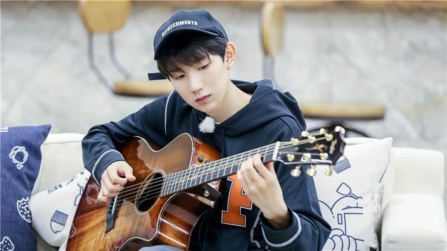 《青春旅社》王源赵英俊的师徒关系:学吉他