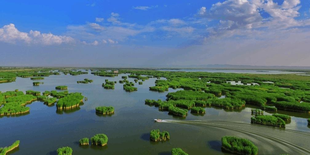 新疆焉耆县相思湖夏日风光唯美如画