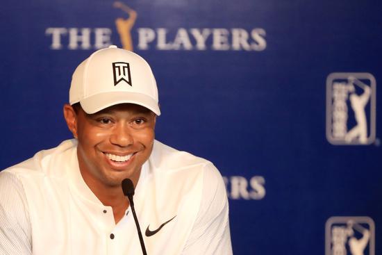 老虎・伍兹在周二的新闻发布会上。Sam Greenwood/Getty Images