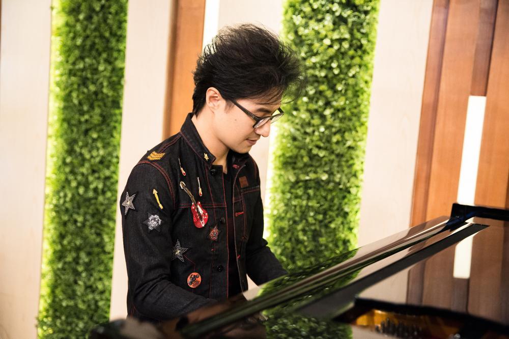 歌手汪峰拒绝安全牌 惊喜改编《普通disco》
