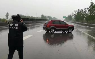 雨天路滑高速单方事故多发!雨小也不要放松警惕