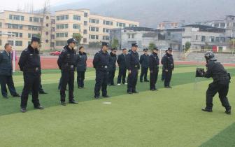 酉阳警方:特警大队送业务下基层