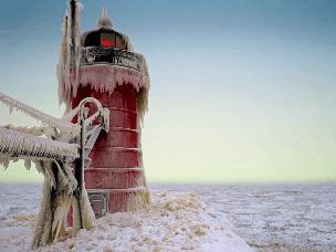 惊呆!美海港城市因暴风雪幻化成冬日仙境