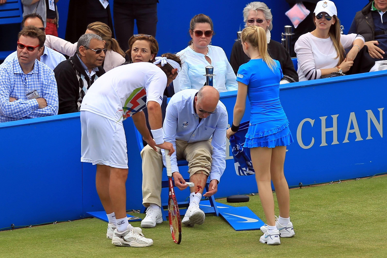 网球场常有司线、球童被误伤。