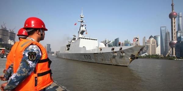"""法国海军隐身护卫舰访华 船身竟""""锈迹斑斑"""""""