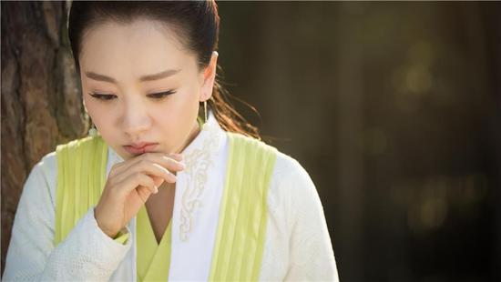 《飞刀又见飞刀》热播 刘恺威大婚遭杨蓉背叛跌落悬崖